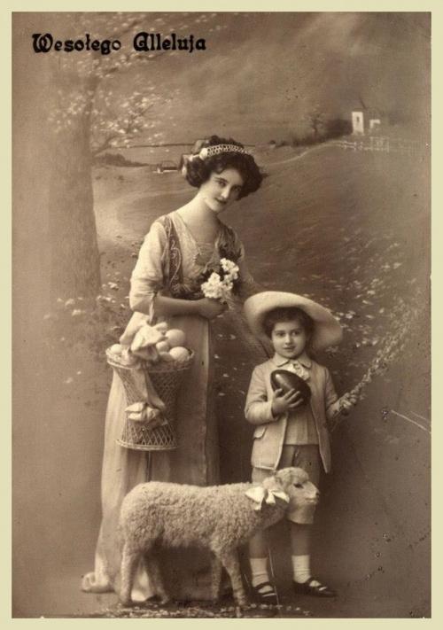 Trudno zgadnąć, z którego roku jest to zdjęcie, ale Święta Wielkiejnocy obchodzono chyba podobnie jak dziś ?.... Jeszcze raz wesołych Świąt !