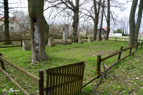 Sulimy - kwatera wojenna na cmentarzu ewangelickim,jest miejscem spoczynku 33 żołnierzy armii niemieckiej poległych w Iwś 1914-18