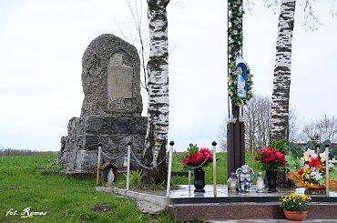 Kożuchy Wielkie - pomnik poległych