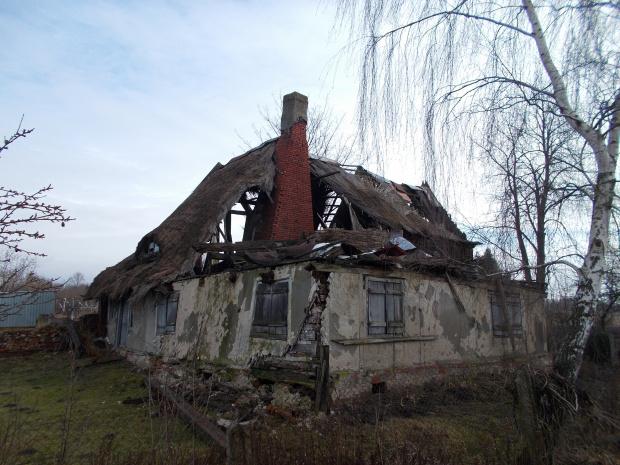 Tropy Elbląskie-ostatni dom podcieniowy w tej wsi chyli się ku upadkowi