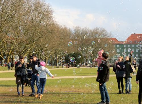 Bardzo radośnie było dziś przed Urzędem Miejskim ;-)