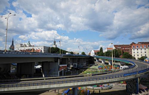 Trasa Zamkowa w Szczecinie. Po lewej stronie to oczywiście Zamek Książąt Pomorskich.