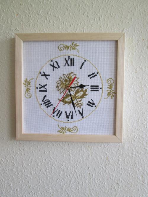 Haftowany zegar