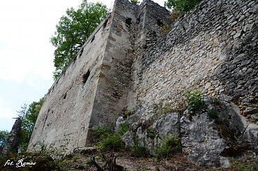 Hrad Dobrá Voda - ruiny gotyckiego zamku na Słowacji