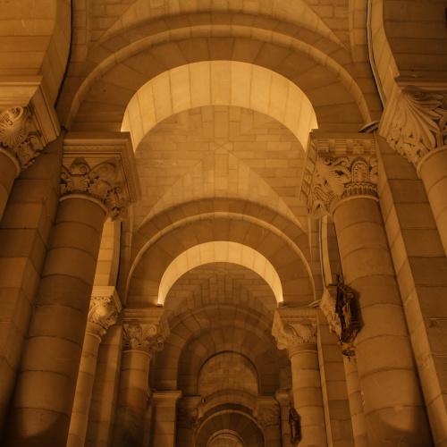 Neoromańska krypta Katedry Almudena