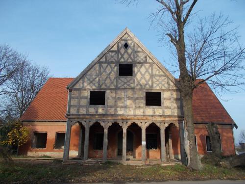 Złotowo-odbudowa spalonego domu podcieniowego