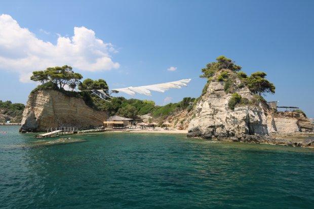 Prywatna wyspa Cameo (wyspa ślubów). Połączona z lądem wątpliwej jakości mostkiem...
