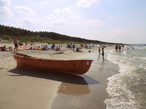 Do niedawna to była dzika plaża. Teraz są tutaj ratownicy ;)