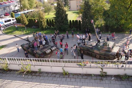 czołg T72 i haubica samobieżna 122mm...