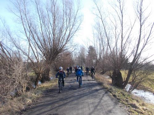 Wyjazd z Elbląga ulicą Nizinną to bardzo oryginalna droga, ale teraz jedna z lepszych dla rowerów.