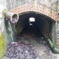Akwedukt pod torowiskiem pochylni Oleśnica. Rewitalizacja nie objęła rury :-)