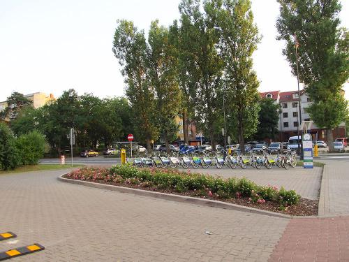 Stacja rowerowa tuż przy nowej pętli autobusowej w Konstancinie Jeziornej