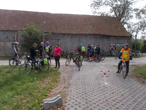 Różany - przystanek rowerowy z działającą studnią artezyjską