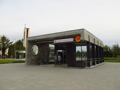 """Wyjście ze stacji (C17) """"Targówek Mieszkaniowy"""""""