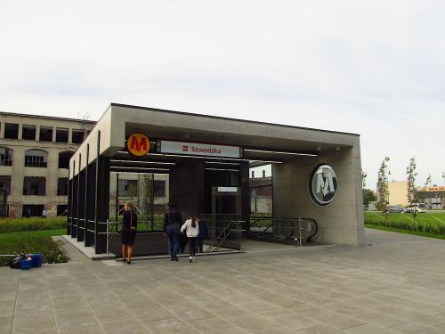 """Wyjście ze stacji metra (C16) """"Szwedzka"""""""