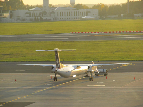 Bombardier DHC-8-402Q Dash 8, OY-YBY, PLL LOT