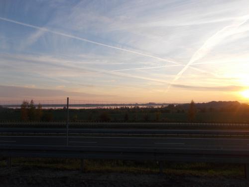 Wschodziło słońce, zachodzi słońce. Tym razem nad Jeziorem Druzno.