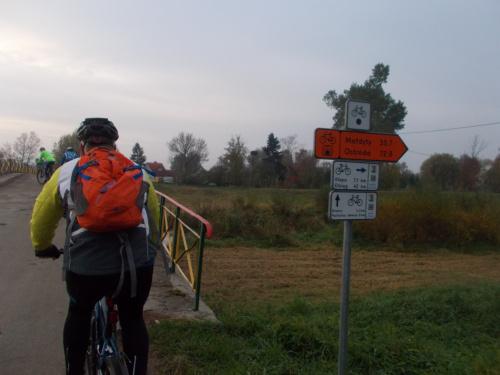 Węzina i skręt na płyty w kierunku początku Kanału Elbląskiego od strony Elbląga
