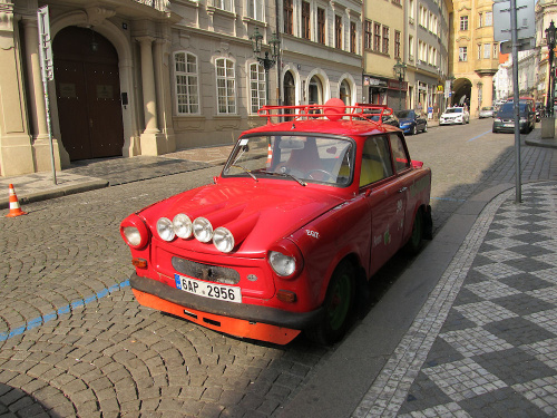 "Trabant jako ""Red Dragon"""