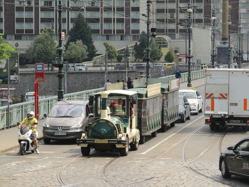 Pojazd turystyczny w Pradze czeskiej