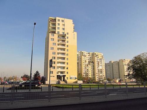 Warszawa - Targówek, ul. Trocka, rejon stacji metra o tej samej nazwie