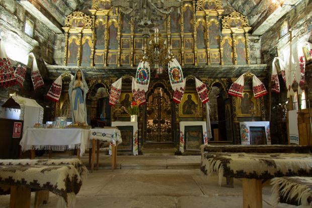Wnętrze kościoła w Surdesti
