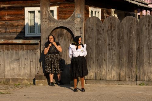 Wesele w Maramuresz - oczekiwanie na orszak Panny Młodej