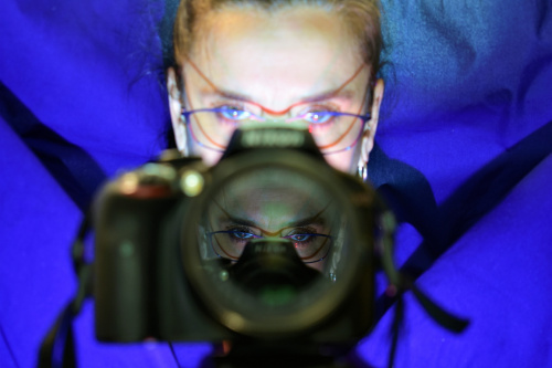 autoportret - tylko lustra, światła i ja