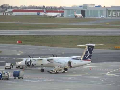 Bombardier DHC-8-402Q Dash 8, OY-YBZ, PLL LOT