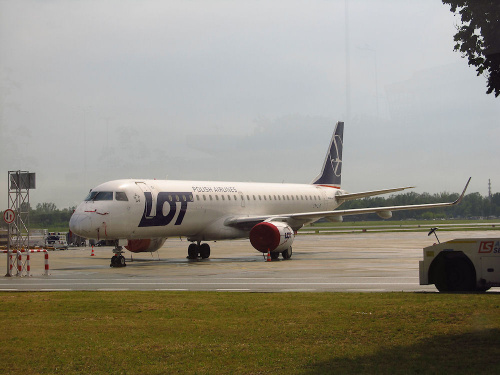 Embraer ERJ-195LR, SP-LNF, PLL LOT
