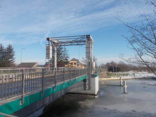 Nowy (wyremontowany) most zwodzony na Tudze między Tujskiem a Stobcem