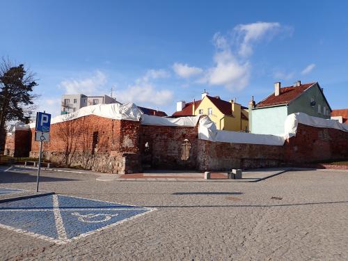Pasłęk-trwa remont średniowiecznych murów obronnych
