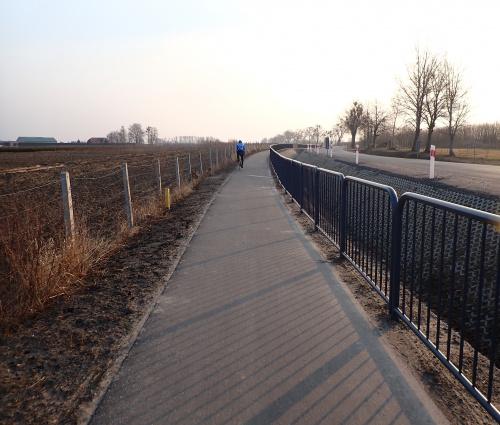 Stonowana barieroza i niezbyt wielka szerokość to jej znaki rozpoznawcze. Dzięki za asfalt :-)