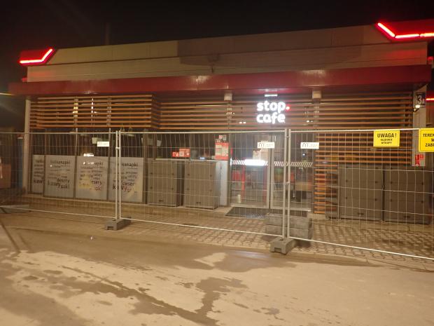 Kiedy podjeżdżasz po trzech godzinach nocnej jazdy i widzisz taki Orlen w Lidzbarku Warmińskim. Bezcenne :-)) Obok był kontener i był ekspres z kawą ;-)