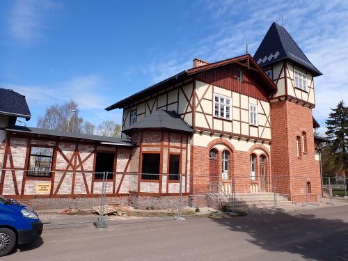 Tolkmicko-dawny dworzec Kolei Nadzalewowej coraz bliżej końca remontu