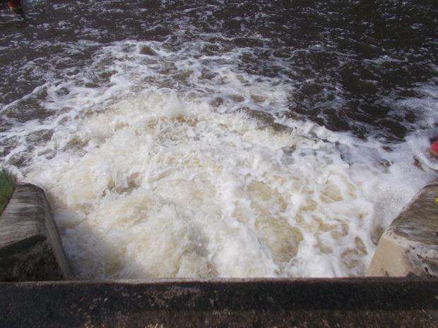 Bardzo solidny spust wody