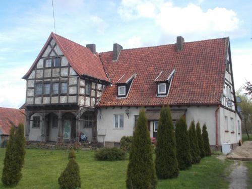 Wieś Buczyniec i tutejszy dom podcieniowy
