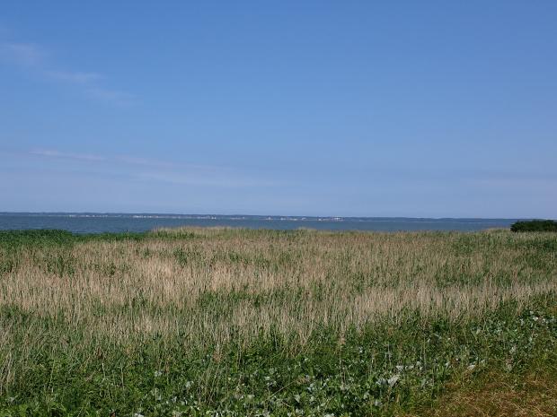 Krynica Morska po drugiej stronie Zalewu Wiślanego