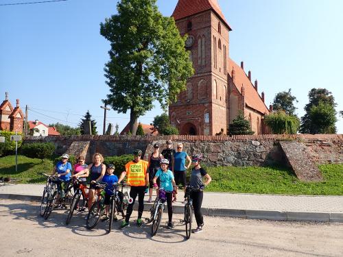 Zdjęcie startowe pod kościołem w Przezmarku. Bo przy rondzie Kalinngrad brzydko jest :-)