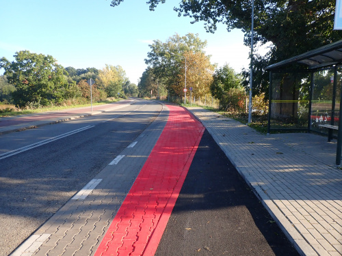Gdańsk i wzorcowe przeprowadzenie drogi rowerowej przez zatokę autobusową