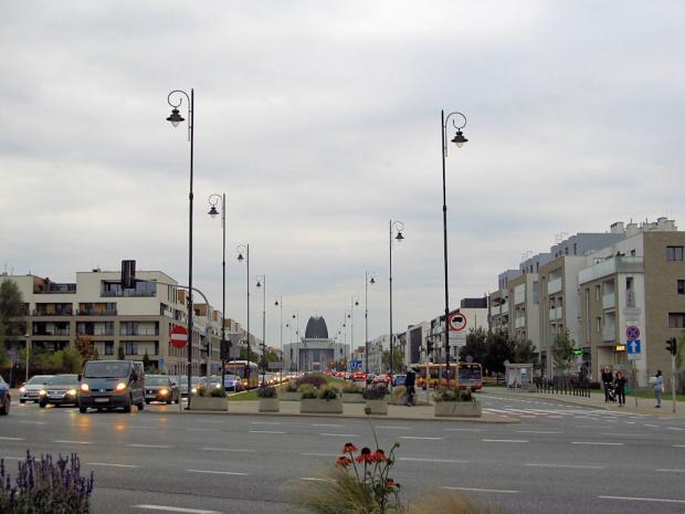 Warszawa, al. Rzeczypospolitej, widok na Świątynię Opatrzności Bożej